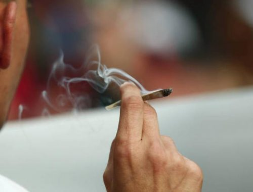Multa por fumar maconha e crack