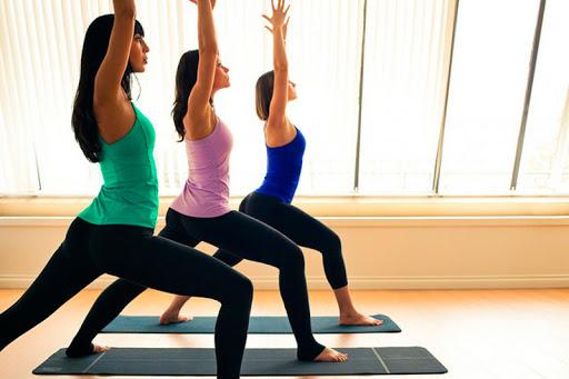 yoga ajuda a tratar depressão e ansiedade